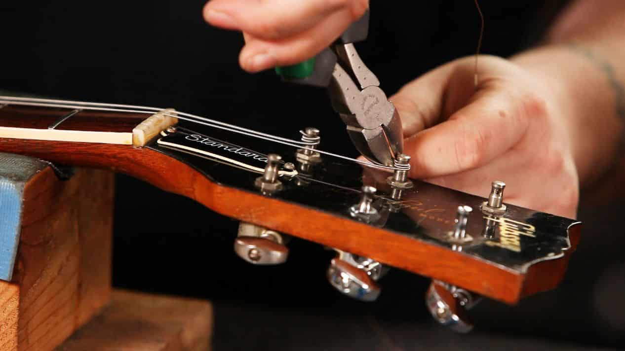 UNWIND THE STRING WITH TUNING KEY