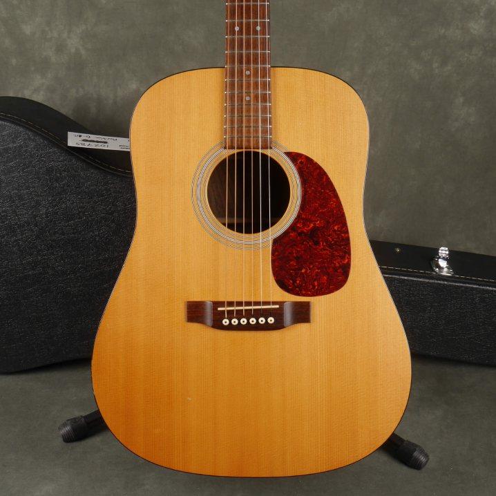 guitar -  dreadnought guitar